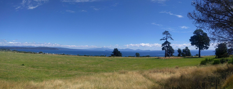 Výhľad pri Taupo na 3 vrchy Tongariro národný park zo severu